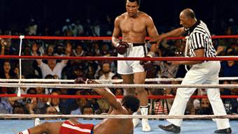"Muhammad Ali bezwang George Foreman im ""Rumble in the Jungle"" 1974 in Kinshasa"