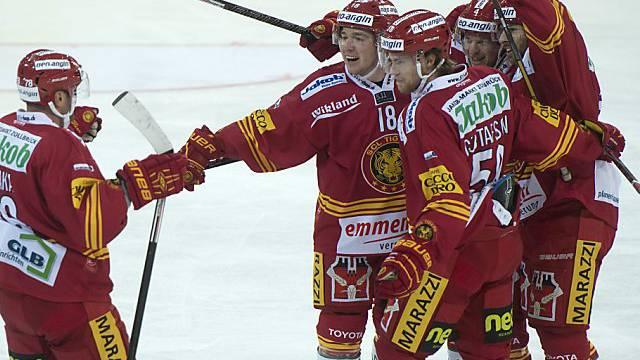 Erzielte die Hälfte der Langnauer Tore: Anton Gustafsson (rechts)