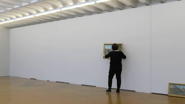 Im Zeitraffer: Die Bilder von Hans Buchstätter kommen an die Wand.