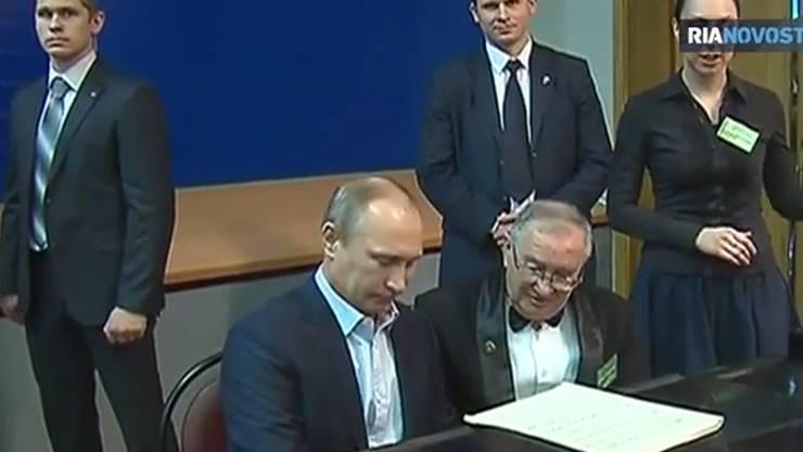 Putin am Klavier.