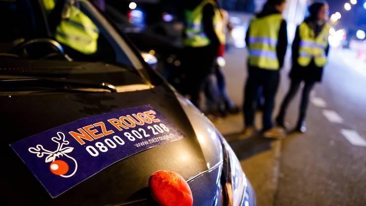 Der Fahrdienst Nez Rouge übernimmt das Steuer, wenn die eigene Fahrtüchtigkeit alkoholbedingt nicht mehr reicht.