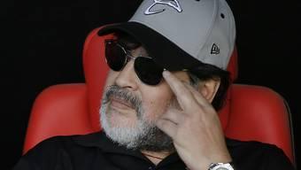 Diego Maradona nimmt wieder auf der Trainerbank Platz