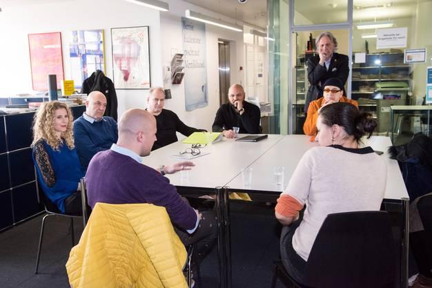 Am Redaktionstisch der bz verrät die Drummeli-Gruppe, wie es hinter den Kulissen läuft.