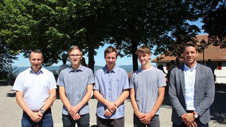 Manfred Arnold (Geschäftsführer, SPA Sperrholz-Platten AG), Jan Gerber, Lars Fischer, Nicola Lerch, Marc Huggenberger (Präsident der Bildungskommission)