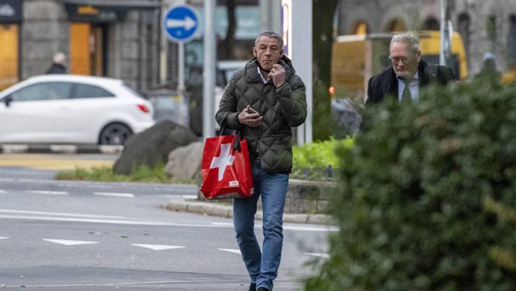 Der Schweizer Springreiter Paul Estermann beim Gang vor Luzerner Kantonsgericht: Auch die zweite Instanz verurteilte ihn wegen Tierquälerei. (Archivbild)