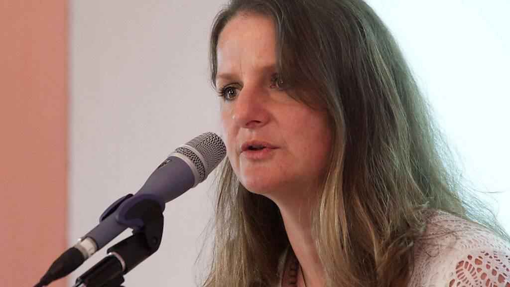 Die Tessiner SP-Grossrätin und Flüchtlingshelferin Lisa Bosia Mirra ist am Donnerstag an der Südgrenze festgenommen worden, weil sie sich als Schlepperin betätigt haben soll.