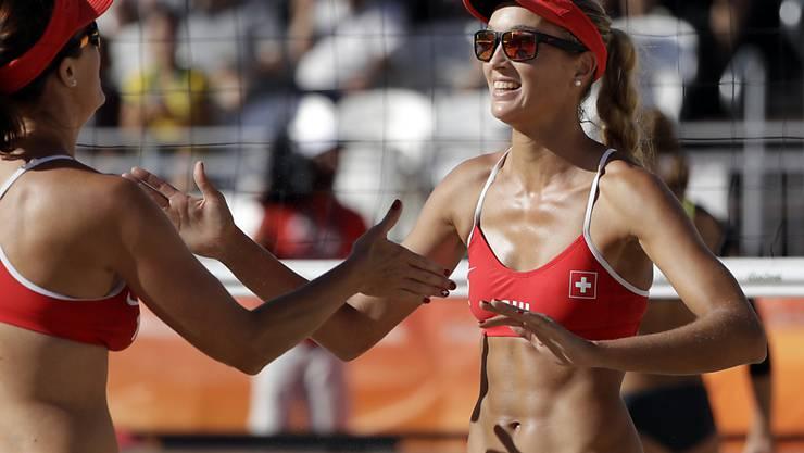 Anouk Vergé-Dépré (r.) und ihre Beachvolleyball-Partnerin Isabelle Forrer müssen in Rio in den Achtelfinals die Segel streichen