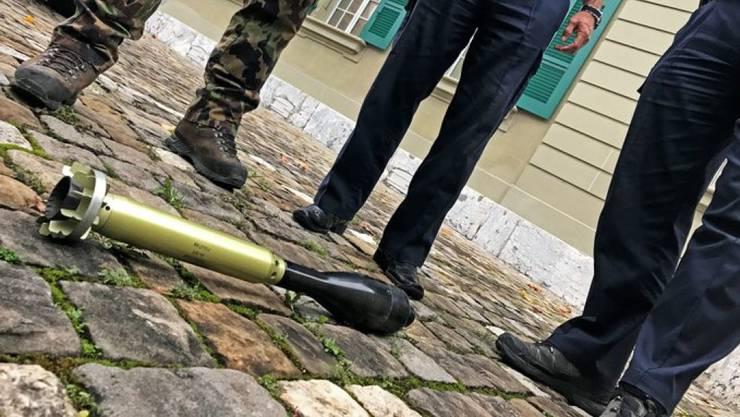 Die Seniorin brachte die scharfe Granate zur Polizei. (Symbolbild)