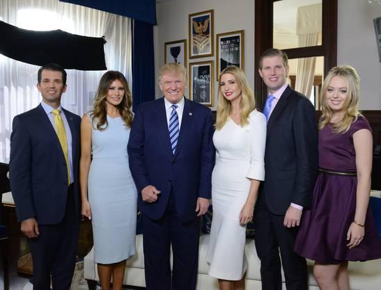 Eine schrecklich mächtige Familie: Donald Junior, Melania, Donald, Ivanka, Eric und Tiffany Trump.