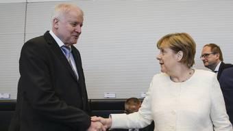 Innenminister Horst Seehofer und Kanzlerin Angela Merkel nach dem Kompromiss.