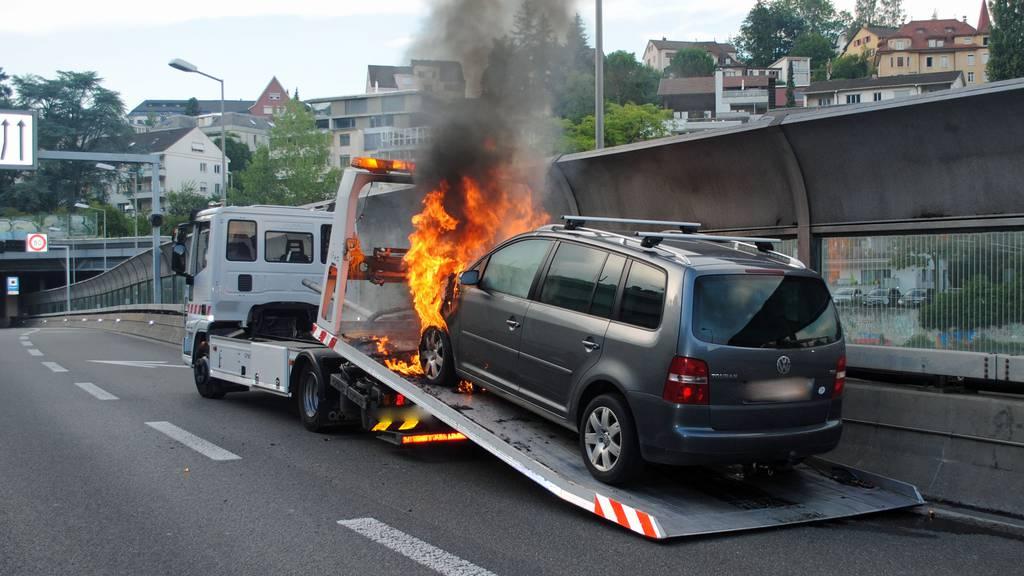 Abgeschleppt und abgebrannt – Pech für Autofahrer