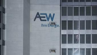 Enthüllung der besonderen Art: Das neue AEW-Logo als Projektion am Hauptsitz in Aarau anlässlich des Starts ins Jubiläumsjahr 2016.