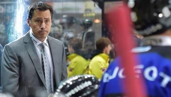 Blicke sagen mehr als Worte: SCB-Coach Guy Boucher schaut mit düsterer Miene in die Zunkunft.