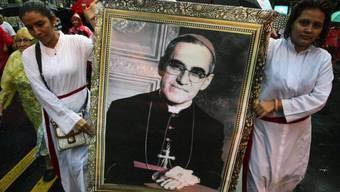 Der 1980 ermordete Erzbischof von San Salvador, Oscar Romero, soll heiliggesprochen werden. Romero war im Mai 2015 in San Salvador seliggesprochen worden. (Archiv)