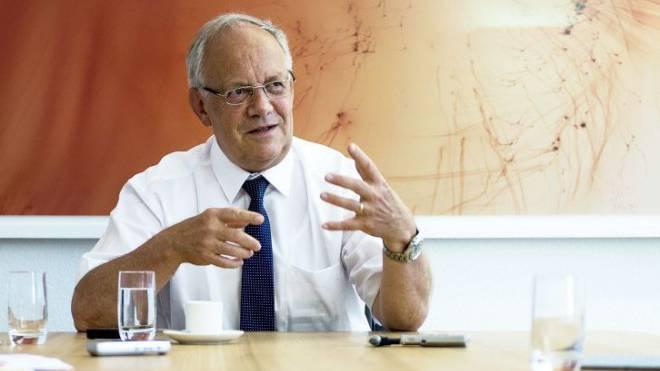 Bundesrat Johann Schneider-Ammann während des Interviews in seinem Büro. Foto: Urs Lindt