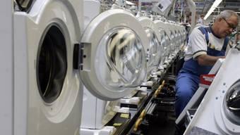 Der Hausgerätehersteller Miele plant einen einschneidenden Stellenabbau. Bis Ende 2021 sollen in einem ersten Schritt weltweit rund 1070 Stellen gestrichen werden. (Archiv)