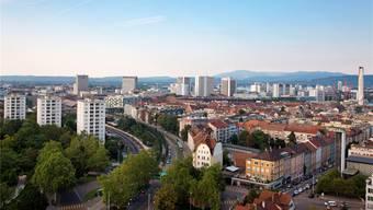 Es ist eines der am buntesten durchmischen Quartiere der Stadt Basel: Blick ins St. Johann vom Turm der Antoniuskirche aus.