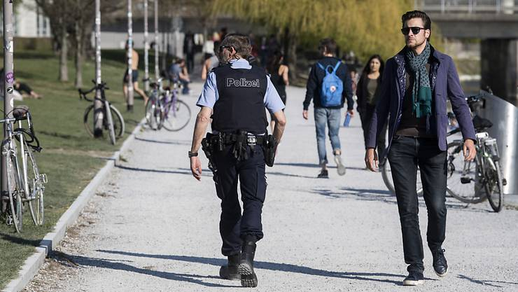 Die Stadtpolizei Zürich zieht eine positive Wochenendbilanz: Der grösste Teil der Bevölkerung hielt sich an die Vorgaben wegen des Coronavirus. (Archivbild)