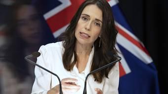 Neuseeland bleibt abgeriegelt: Premierministerin Jacinda Ardern bei einer Pressekonferenz in Wellington.