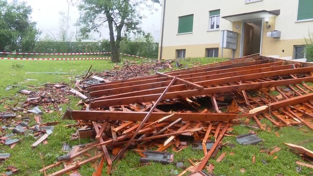Altstetten (ZH): Teil eines Hausdachs weggerissen