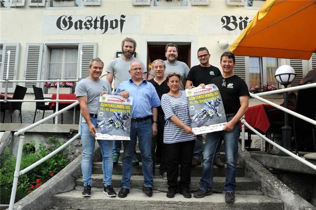 Das OK-Team des Supermoto in Gontenschwil: Patrick Fuchs, Toni Stauber, Peter Leutwyler, Max Wernli, Ruedi Haller, Olivia Nussbaumer (vorne), Franz Fessler, Rudolf Märki (von links nach rechts).ZVG
