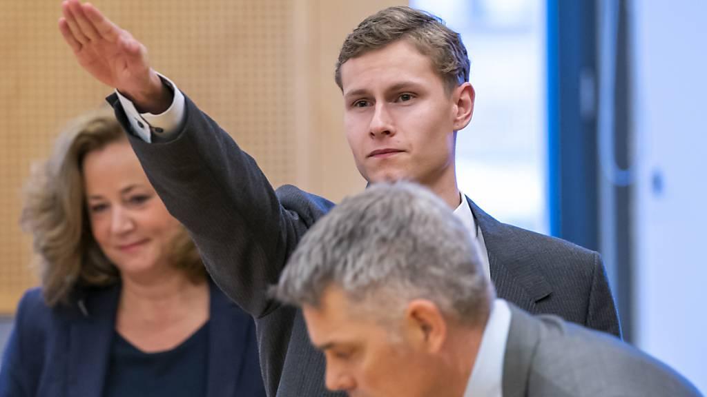 (Ergänzung) / Hitlergruss im Gericht - Prozess gegen Moschee-Angreifer in Norwegen