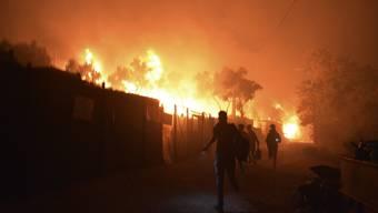 Ein Feuer wütet seit Mittwochnacht im grössten Flüchtlingslager Europas. 13'000 Menschen mussten das Lager Moria verlassen.