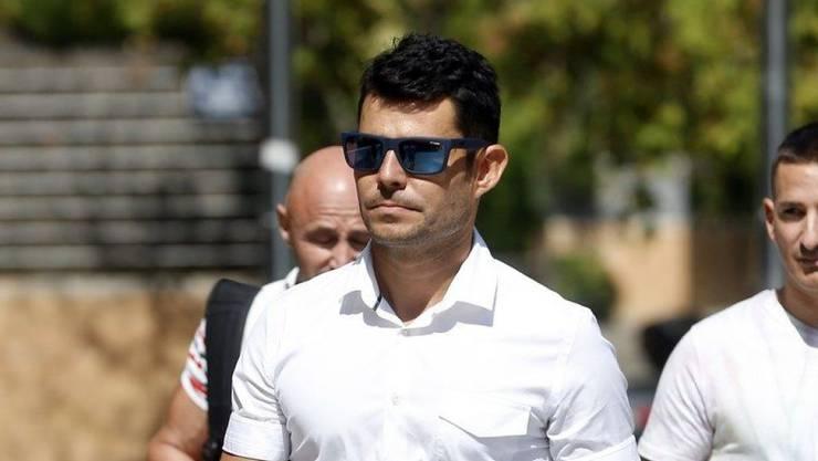 Javier Sanchez Santos am Montag auf dem Weg zu Gericht, wo er eine Vaterschaftsklage gegen Julio Iglesias einreichte.