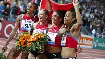 Die Schweizerinnen jubeln an der Athletissima über den Sieg und den Schweizer Rekord