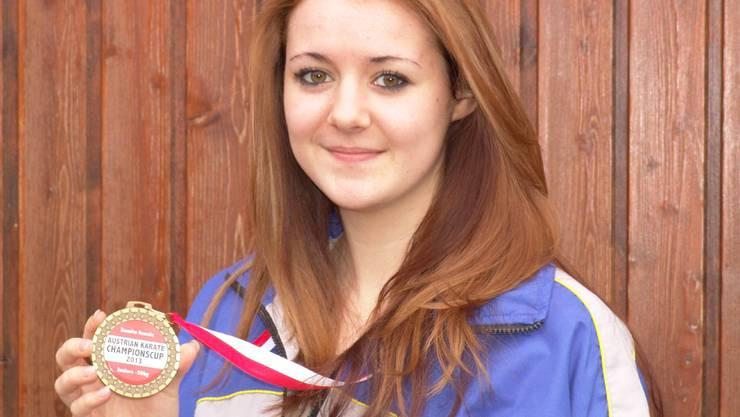 Amanda Bianchetti mit ihrer Medaille.