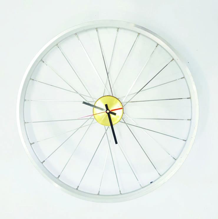 Velorad-Uhr des Design- Studios TDS aus Kenia. Auf dem afrikanischen Kontinent ist Upcycling seit Jahren nicht nur cool, sondern wirtschaftlich.