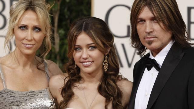 2009 schien alles noch in Butter: Tish, Miley und Billy Ray Cyrus (v. l.) (Archiv)