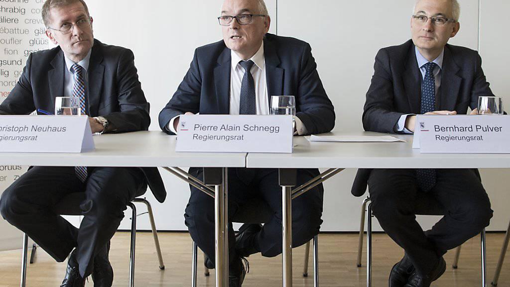 Charmeoffensive: Mit Christoph Neuhaus, Pierre Alain Schnegg und Bernhard Pulver (von links) machten sich am Freitag gleich drei Berner Regierungsräte stark für einen Verbleib des Städtchens Moutier beim Kanton Bern.