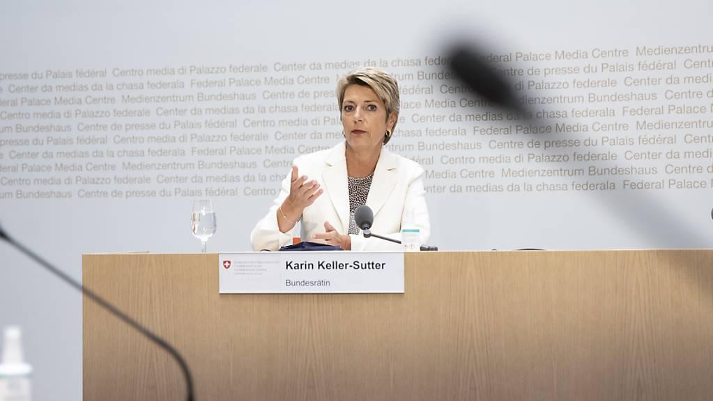 Bundesrätin Karin Keller-Sutter spricht am Dienstag in Brüssel an einem Sondertreffen mit ihren Amtskollegen aus der EU über Afghanistan. (Archiv)