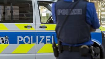 Die Basler Polizei musste zu einer Schlägerei unter der Wettsteinbrücke in Basel ausrücken.