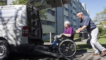 Rollstuhlfahrdienst: Stammkundin Anneliese Ringseis
