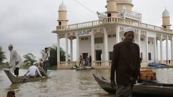 Überschwemmung im Dorf Doung