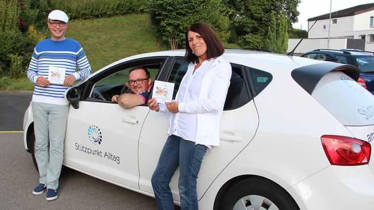 Alexander May (Mitte) ist einsatzbereit für den Stützpunkt Alltag. Unterstützt wird er vom fünfköpfigen Vorstand (hier Margit Ring und René Romer).