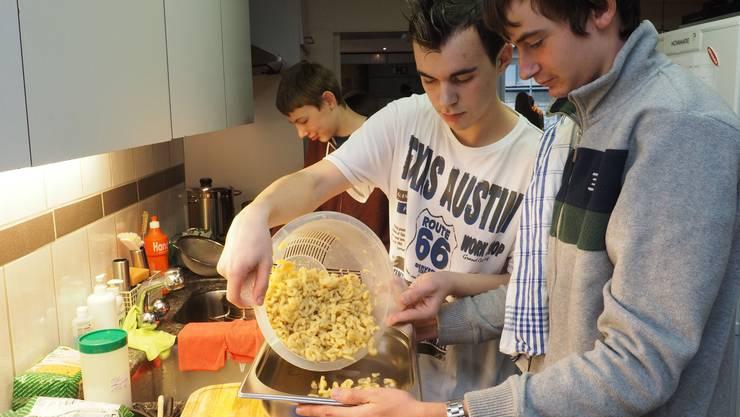 Es gab Hörnli mit Gehacktem als Hauptspeise und Apfelmus zum Dessert.