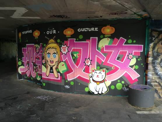 Von Japan inspiriert: Winkekatze und Mangamädchen.