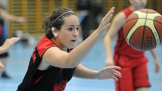 Seraina Waldburger im Kampf um den Ball, diesmal ohne Erfolg am Ende. Quelle: Alexander Wagner