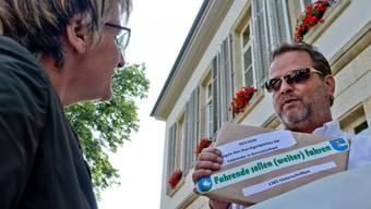 Petition mit 1365 Unterschriften gegen Platz für Fahrende übergeben