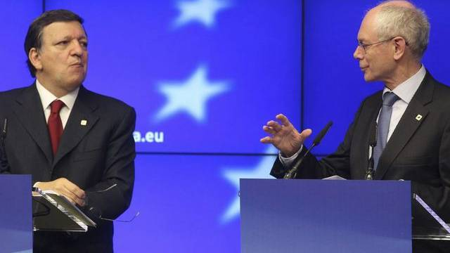 EU-Kommissionspräsident Barroso und EU-Rätspräsident Van Rompuy präsentieren die Ergebnisse eines früheren EU-Gipfels (Archiv).