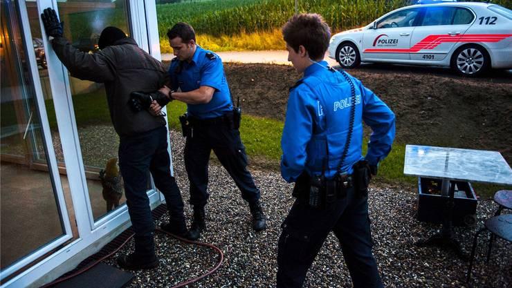 Die Polizei schnappte beide Einbrecher in flagranti. (Symbolbild)