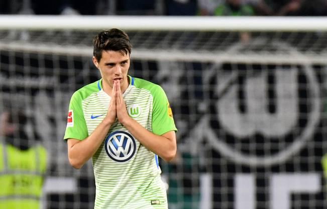 Wolfsburgs Josip Brekalo bejubelt sein Tor zum 2:1 gegen Holstein Kiel