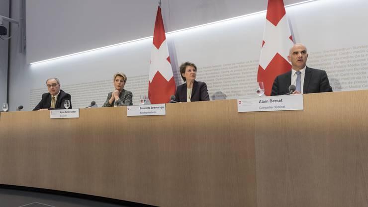 Vier Mitglieder des Bundesrats informierten am Freitag über die neusten Massnahmen zur Corona-Krise.