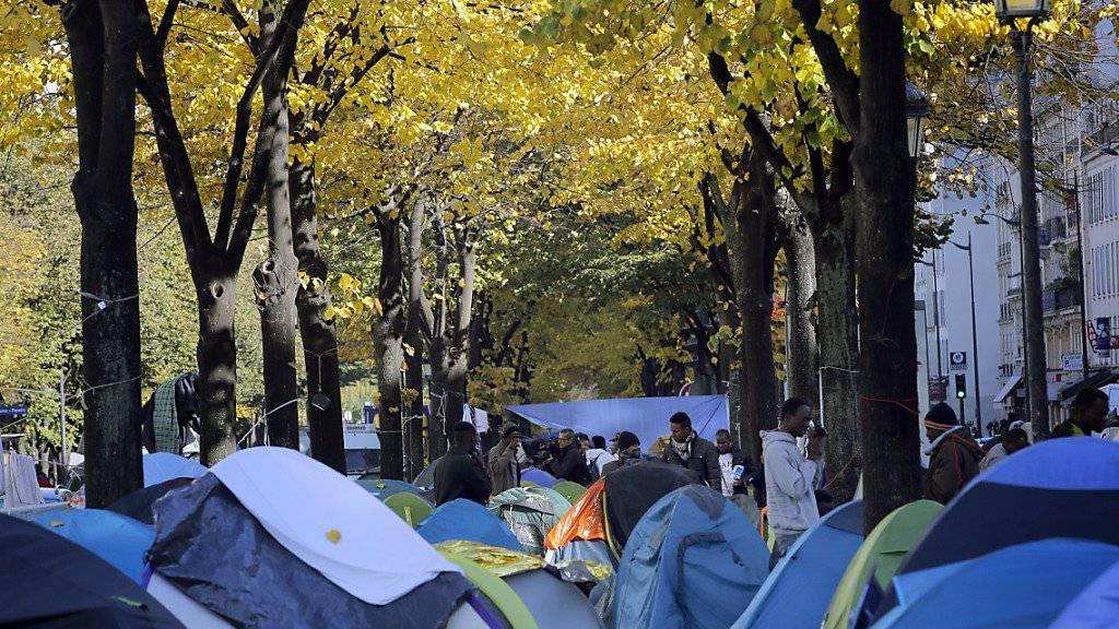 Das Zeltlager der Flüchtlinge im Norden von Paris soll geräumt werden - aber es stehen nicht genug Unterkünfte für alle Flüchtlinge bereit.
