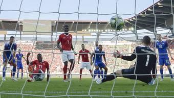 Und wieder ist Goalie Halldorson geschlagen: Zakaria erzielt das 2:0