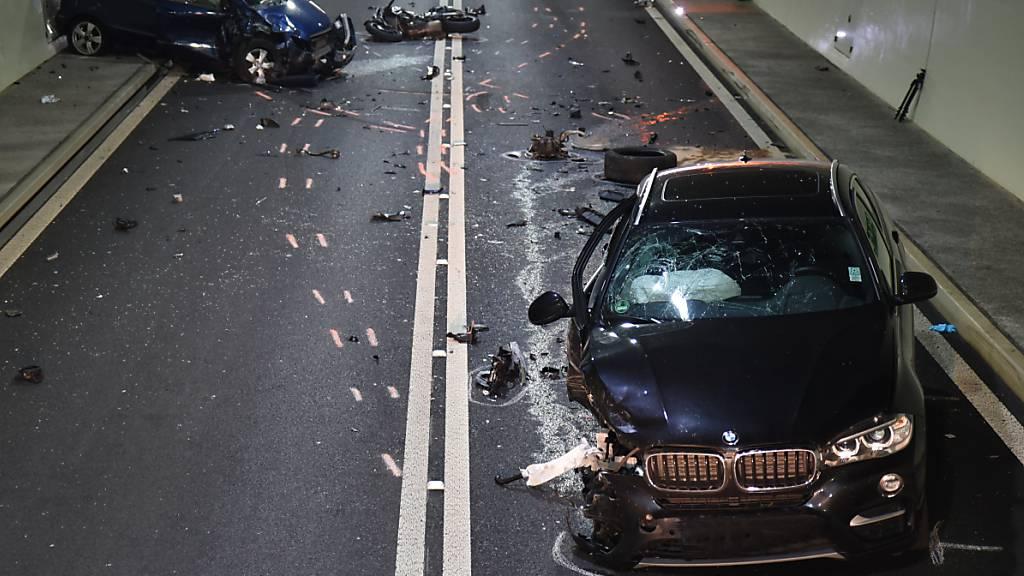 Kollision im Tunnel Lungern: Im vergangenen Jahr passierten auf Obwaldner Strassen weniger Unfälle. (Archivbild)