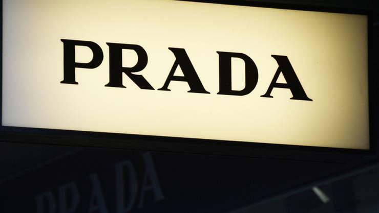 Das Modelabel Prada verzichtet künftig auf Pelze. (Archivbild)